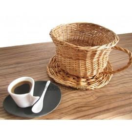 Cos decorativ din rachita - ceasca de ceai Surprinde-ti apropiatii cu un cadou traditional deosebit, un cos din rachita in fo
