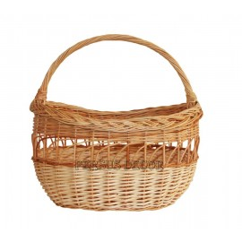 Laced wicker basket for shopping