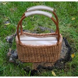 Geanta din rachita si piele - nature O geanta speciala ce va fi intre favoritele unei femei ce vrea sa iasa din tipare. Foarte