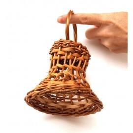 Clopotel din rachita cu gaurele Clopotelul din rachita este cel mai utilizat element in decorurile de Craciun. Se poate utili