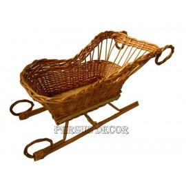 Sanie decorativa din rachita Un cos sub forma de sanie, cu baza de lemn, ce poate fi utilizata in realizarea de diverse decor